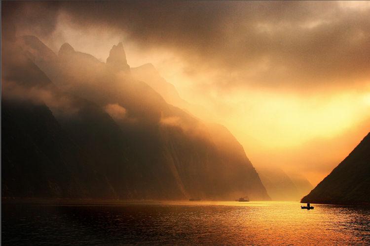 重庆出发到宜昌长江三峡3星国内游轮往返4日精品游-长江观光2.3.5号游轮(万州登船,顺道游)